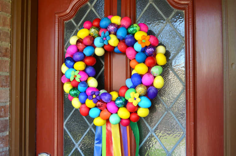 How-To: Easy DIY Glitter Cascarones Wreath